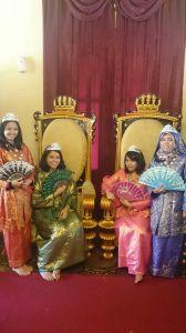 Gadis-gadis EP mengunggu Pangeran
